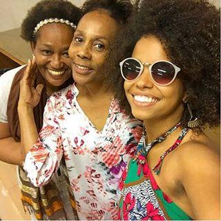 Instagram photo by etamundobom - Jeniffer Nascimento, Duh Moraes e Íris Gomes! 👯 💖 Preparação de elenco. #Vem_Aí #Novela #NovaDas18h #EtaMundoBom