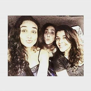 Instagram photo by etamundobom - @debranascimento, @mariarmellini e @mcarolrebello 👯 ❤ #TaxiGirls #EtaMundoBom #Vem_Aí #Novela #NovaDas18h #RedeGlobo