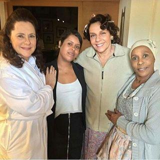 Instagram photo by etamundobom - Elizabeth Savala, Rosi Campos e Duh Moraes durante as gravações da novela #ÊtaMundoBom em Teresópolis! Foto by @elizabethsavalashow 📷 #EtaMundoBom #Vem_Aí #Novela #NovaDas18h #RedeGlobo