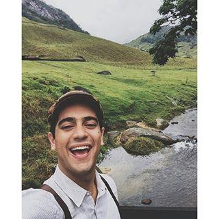 Instagram photo by etamundobom - @Miguel_Romulo também já está gravando em Serra dos Órgãos - Teresópolis, as cenas dos primeiros capítulos de #ÊtaMundoBom! 🎬🎥 #Vem_Aí #Novela #NovaDas18h #EtaMundoBom #RedeGlobo
