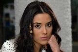 """Cansu Dere, protagonista da novela turca """"Sila – Prisioneira do Amor"""", revela que já esteve noBrasil!"""